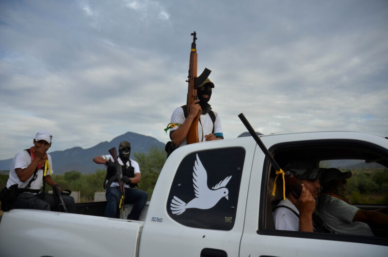 La imagen que fue presentada como prueba fue tomada por Alan Ortega el 29 de diciembre de 2013 y publicada por la Agencia Cuartoscuro. Corresponde a un recorrido de autodefensas en Churumuco de Morelos.