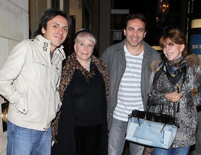 Aquí la familia Castro después de un paseo por The Grove en Los Ángeles, California.