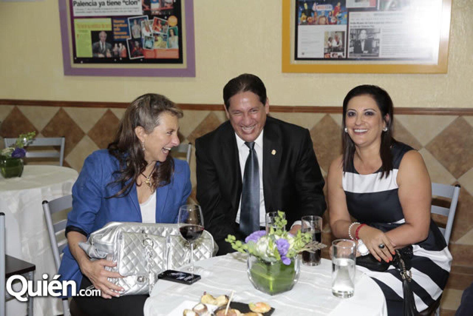 Claudia Alemán,Alejandro Montano,María Eugenia Bermúdez de Montano
