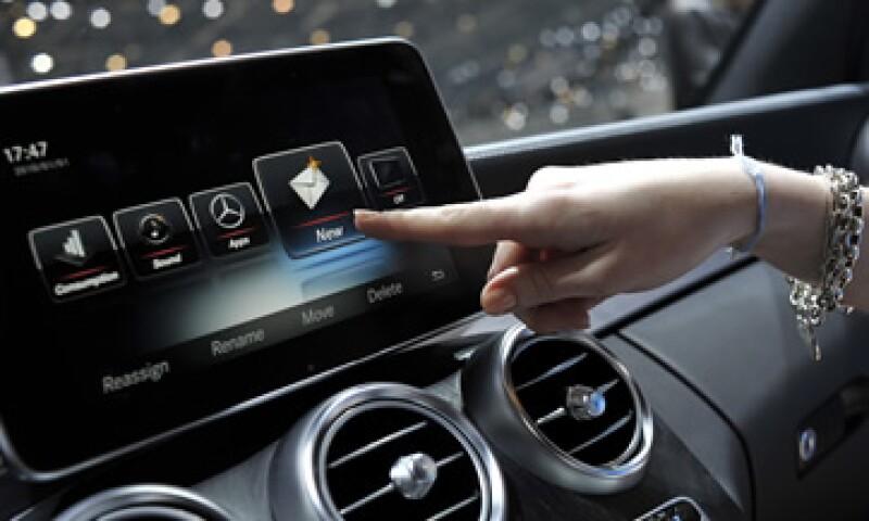 Hasta el momento, Apple solo ha presentado CarPlay, una forma de usar el iPhone en un auto, pero pronto podría tener un vehículo exclusivo. (Foto: Getty Images/Archivo )