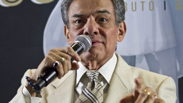 José José planea seguir durante este año con el festejo de sus 50 años de carrera.