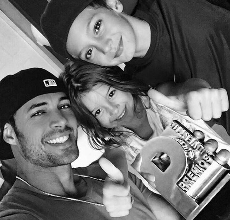 """El actor publicó en Instagram varias fotografías del viaje de sus hijos para encontrarse con él, mientras filma la última entrega de """"Resident Evil""""."""