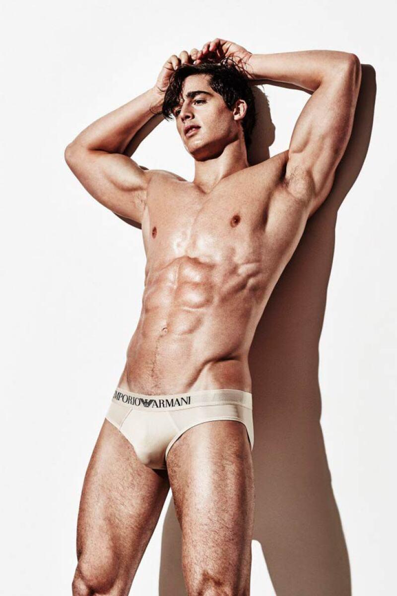 Pietro asegura a la revista británica que nunca pensó tener tal éxito, pero que eso es bueno para su carrera como modelo.