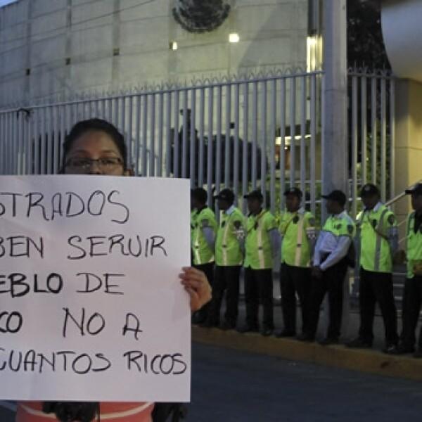 protesta artistica de yosoy132 en el tribunal electoral