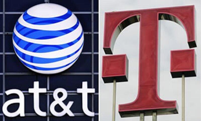 AT&T acordó pagar a T-Mobile una comisión de 3,000 mdd y 1,000 mdd en espacio radioeléctrico si la adquisición no sale adelante. (Foto: AP)