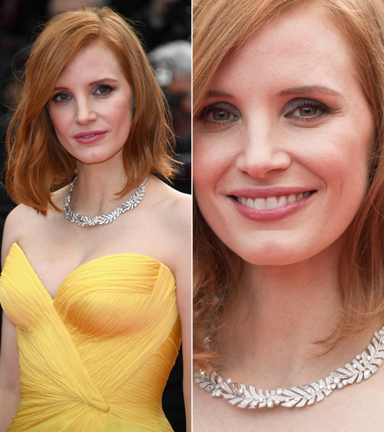 Para la ceremonia de apertura del Festival de Cine de Cannes, Jessica Chastain usó el collar `Sunny Side of Life ´de Piaget hecho de oro blanco y diamantes.