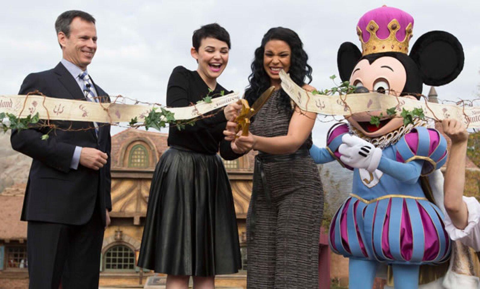 Disney inauguró este jueves una nueva área del parque de diversiones Fantasyland, a la apertura asistieron la actriz Ginnifer Goodwin y la cantante Jordin Sparks.