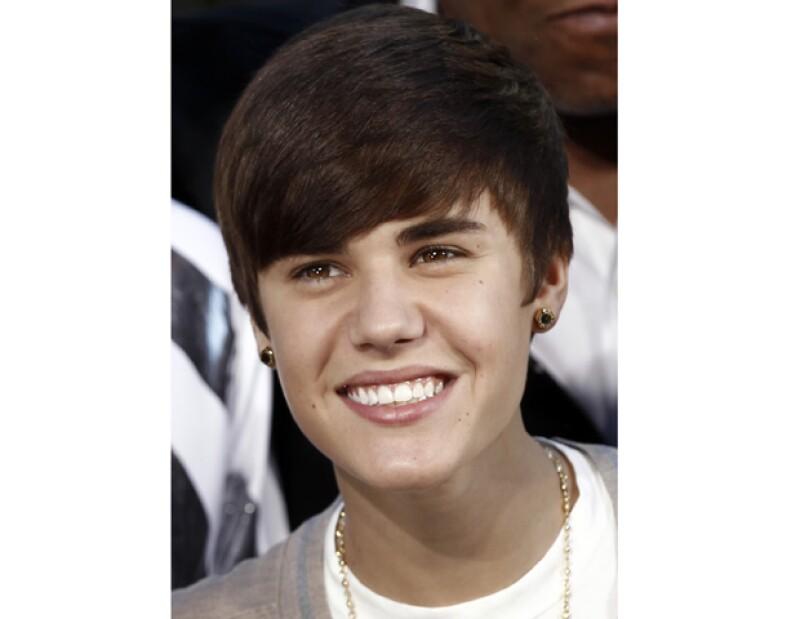 El cantante declaró a un periódico francés que aún se considera muy joven como para casarse con su novia Selena Gomez.