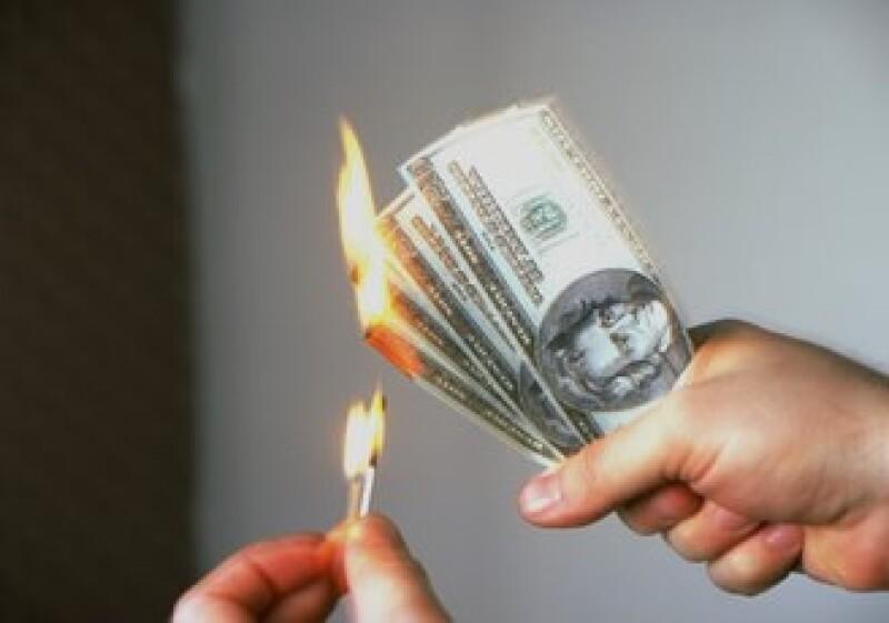 Ante la crisis, la gente tiende a reducir los gastos innecesarios y eso puede afectar a los pequeños negocios. (Foto: Jupiter Images)
