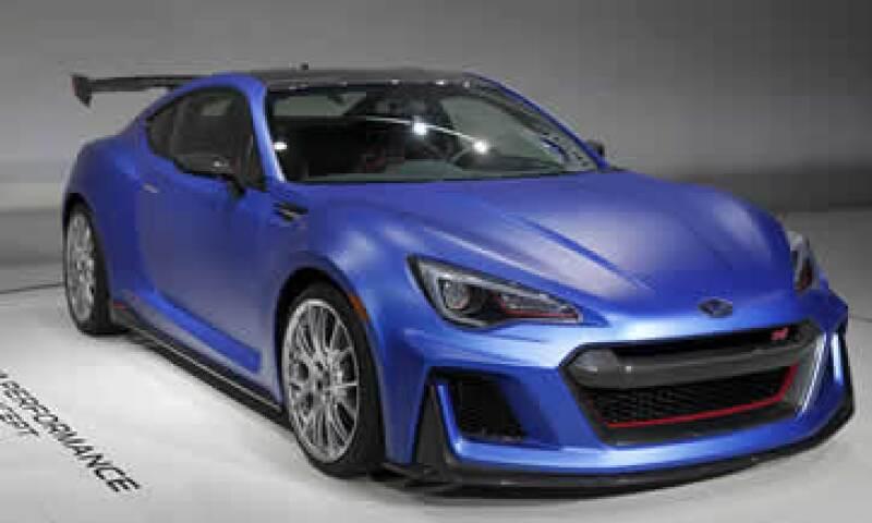 Subaru, Aston Martin y BMW son algunas de las firmas presentes en el Auto Show de Nueva York. (Foto: Reuters)