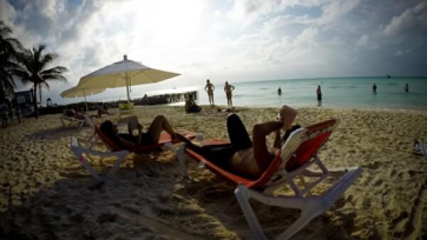 Acapulco y Cancún tienen algunas de las playas más sucias, según la Cofepris.
