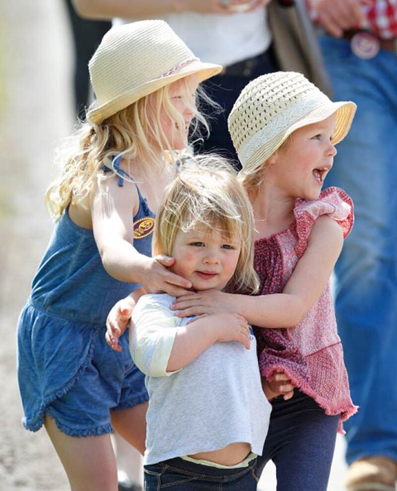 Mia estuvo acompañada por sus primas, las hijas de Peter Phillips, hermano de Zara.