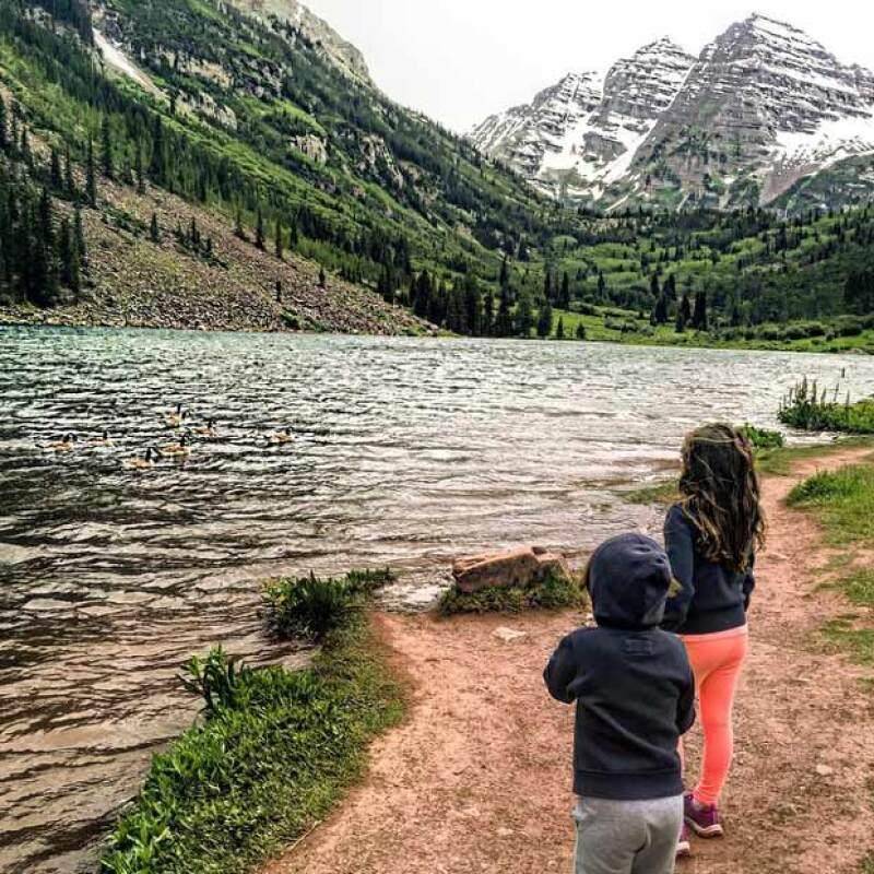 Pero también ha mostrado sus habilidades inventivas para crear postres para sus hijos aun estando de camping.