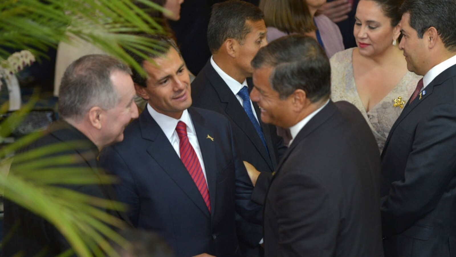 EPN saluda a Rafael Correa de Ecuador