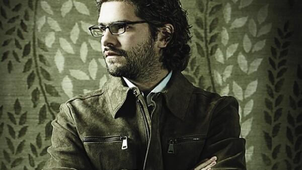 Javier Serrano Orozco nació en 1982 en la Ciudad de México y estudió Arquitectura en la Universidad Iberoamericana.