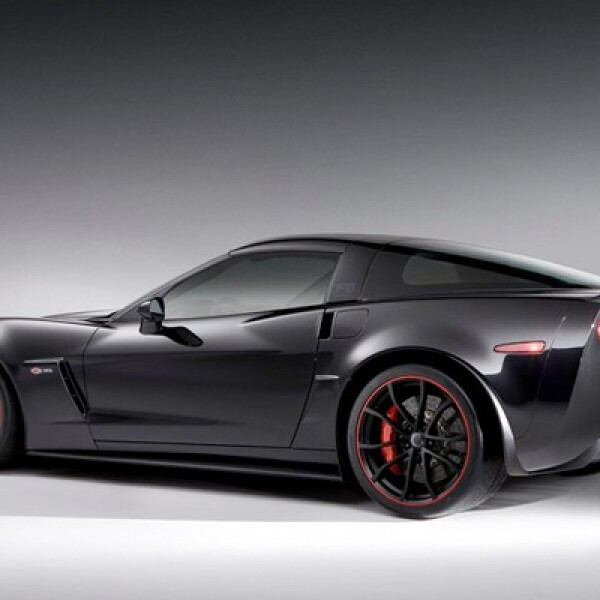 """""""La Centennial Edition no sólo celebra nuestros 100 años, sino que empuja a Corvette hacia una nueva generación de fanáticos amantes de los coches deportivos"""", dijo Rick Scheidt, vicepresidente de marketing de Chevrolet."""