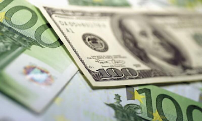 A pesar del récord en reservas internacionales, Banxico registró una menor demanda de billetes y monedas. (Foto: AP)