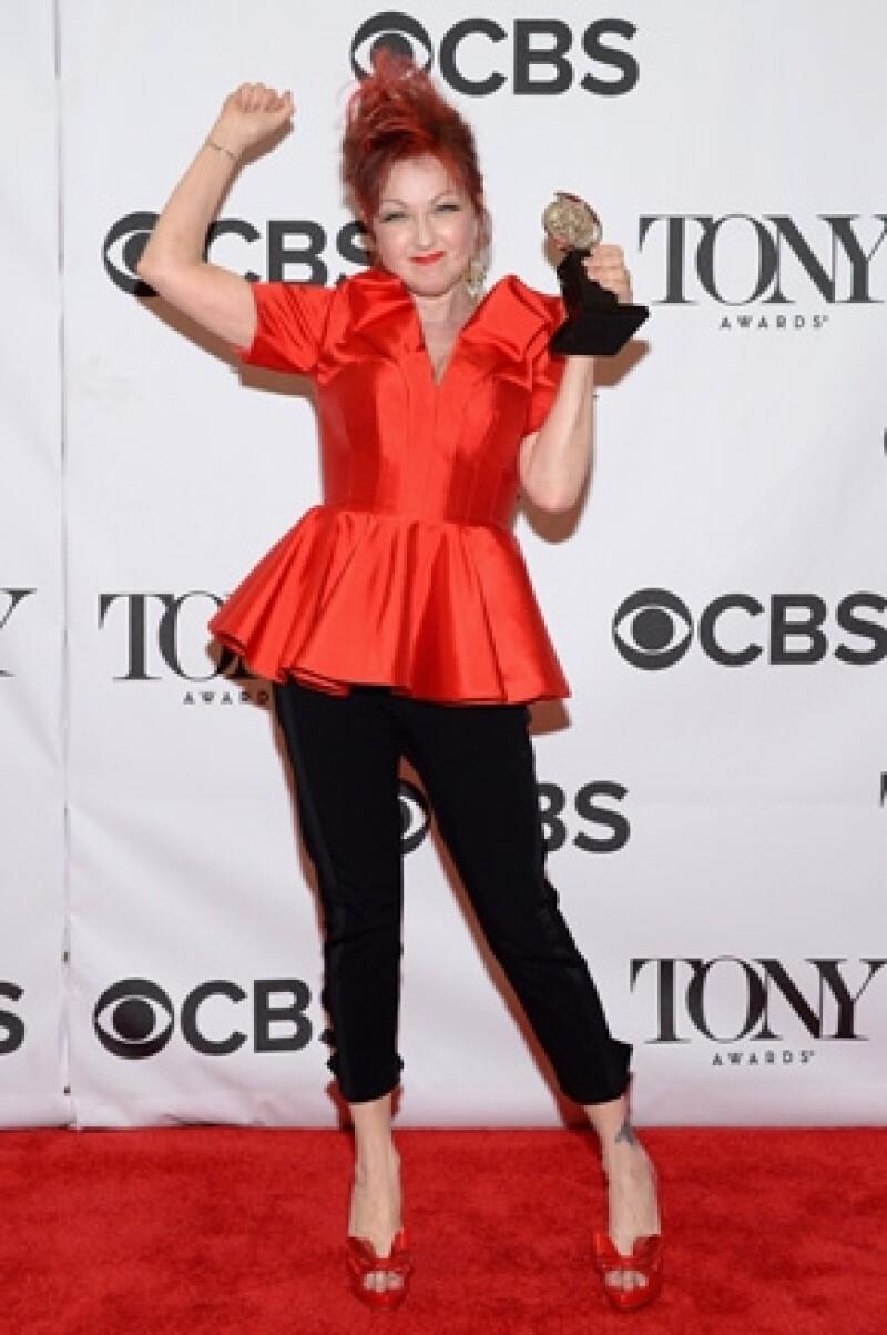"""El alegre musical """"Kinky Boots"""", con canciones de la estrella pop y debutante en Broadway Cyndi Lauper, ganó seis Premios Tony, incluyendo a mejor musical, mejor música original y mejor actor."""