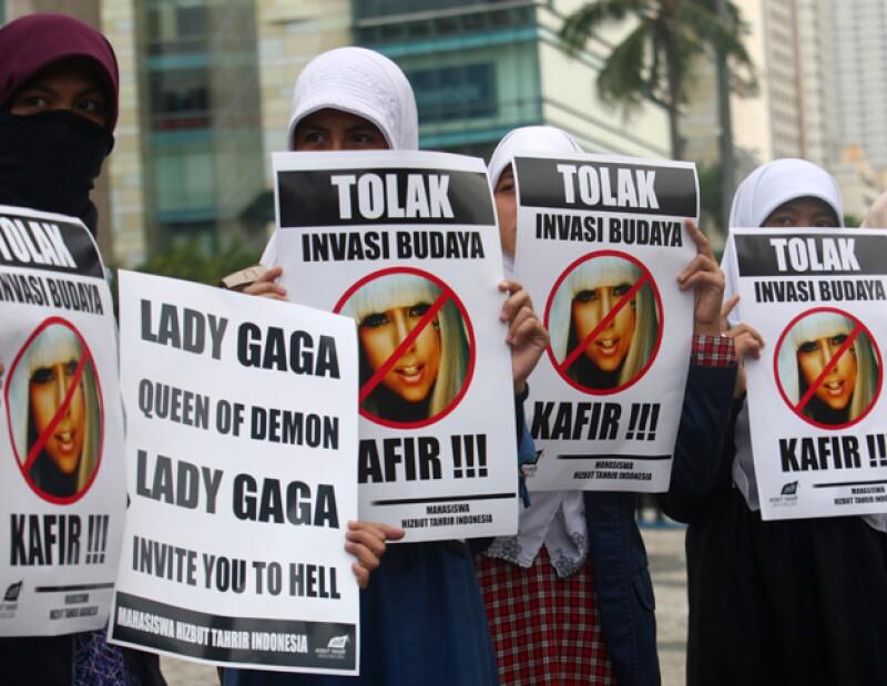 El abogado de los promotores, Minola Sebayang, señaló que la cantante no actuará en Indonesia por riesgo de ataques de organizaciones extremistas islámicos.