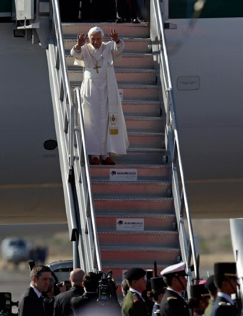 Su Santidad Benedicto XVI piso suelo mexicano pasadas las 16:00 horas. (Foto: AP