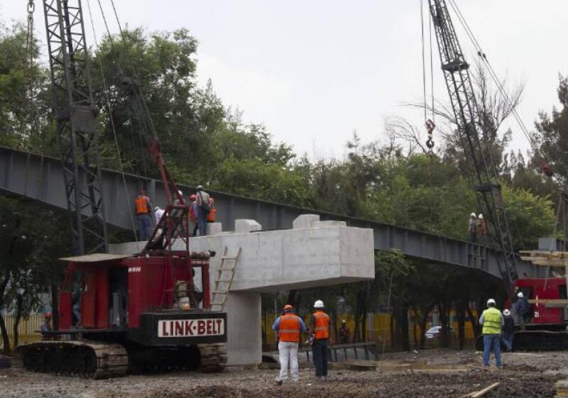 Trabajos de construcci�n de puente vehicular en Circuito Interior R�o Churubusco