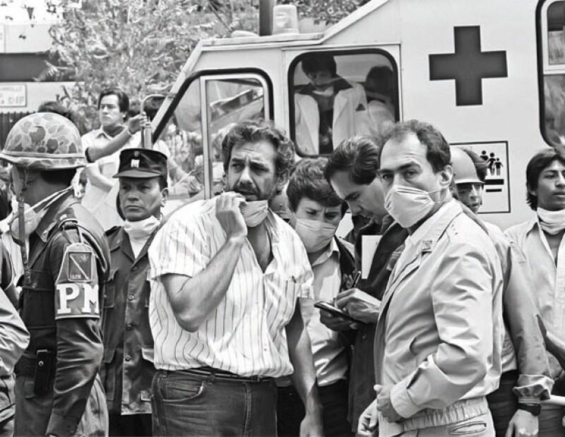 LUEGO DE PERDER A CUATRO FAMILIARES EN EL TERREMOTO DEL 85. Ofreció múltiples conciertos en beneficio de las víctimas.
