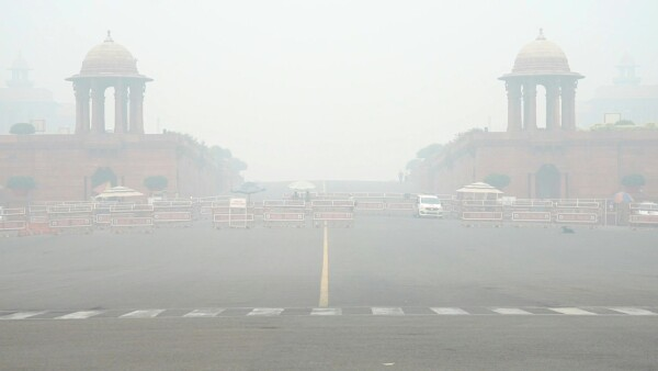 Así se ve la nube de smog que cubre y paraliza a Nueva Delhi