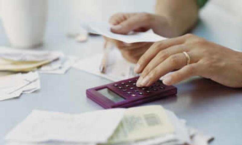 Poner en orden tu situación financiera implica que seas cuidadoso y evites las ofertas fraudulentas. (Foto: Thinkstock)