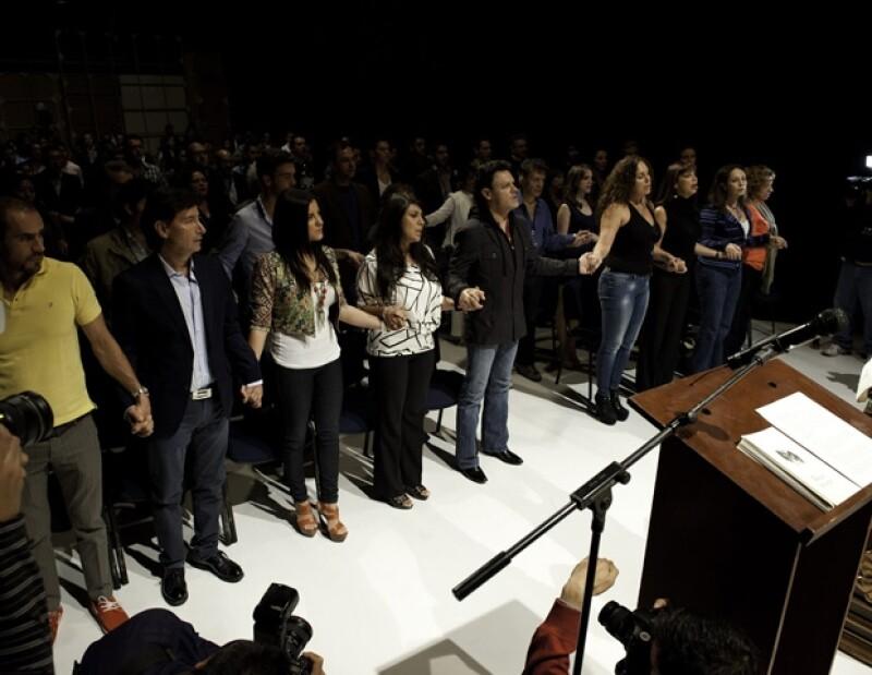 La actriz acudió a la misa que se ofreció por el inicio de grabaciones del melodrama que protagonizará al lado de Pedro Fernández.