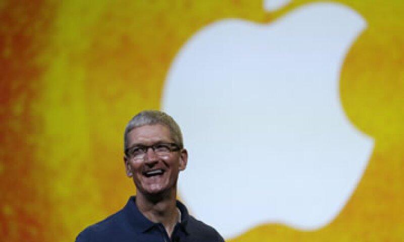 Apple sigue cotizando más alto que cuando Cook reemplazó a Steve Jobs. (Foto: AP)