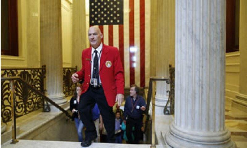 El Congreso acordó elevar el techo de deuda y dotar de fondos al Gobierno, por lo que todos los trabajadores federales volverán a sus oficinas. (Foto: Reuters)