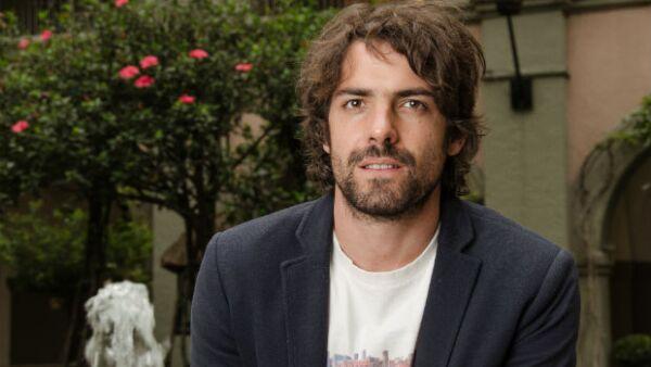 """El actor estrenará la próxima semana la serie """"Señorita Pólvora"""", donde se sumerge de lleno en el mundo del narco en México, poniéndose en los zapatos de un temerario periodista."""