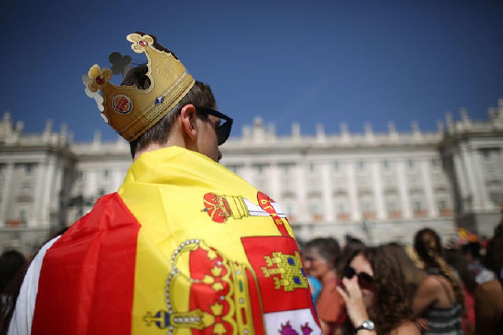El pueblo español muestra su apoyo al nuevo rey.