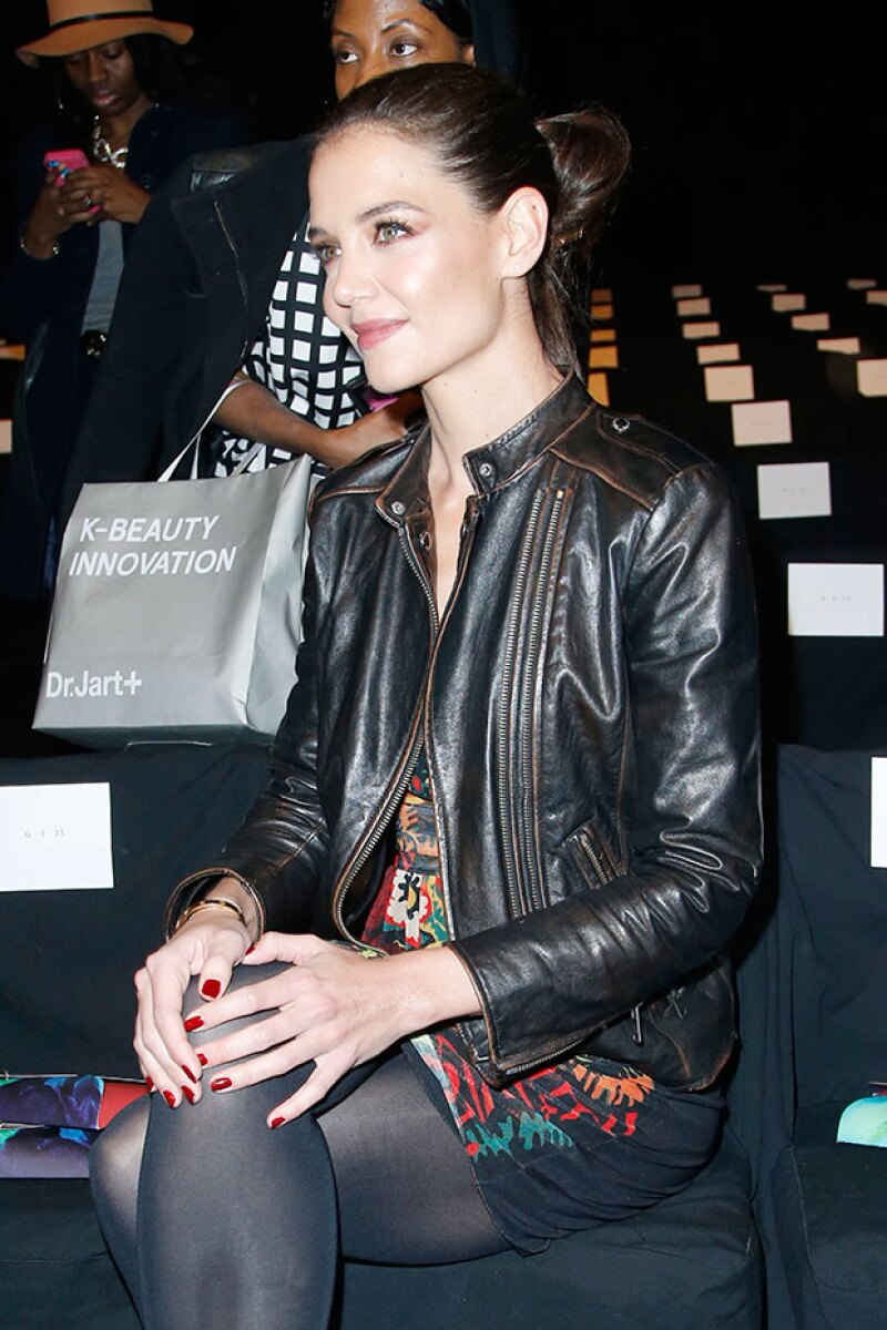Con pelo recogido y un outfit de la firma, fue como lució en el evento.