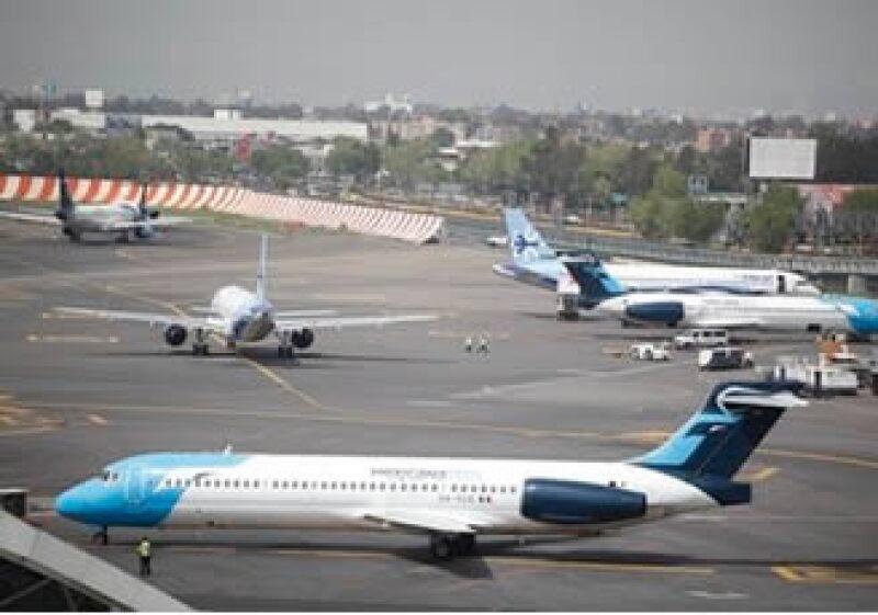 Mexicana es una de 30 aerolíneas que regularmente operan en el Aeropuerto Internacional de la Ciudad de México. (Foto: AP)