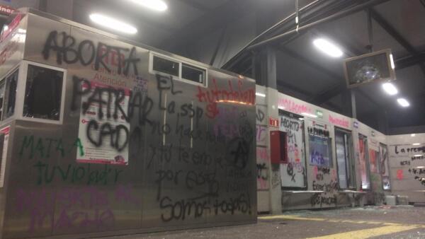 Destrozos en el Metrobús 5