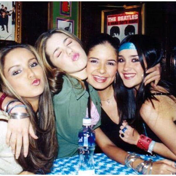 Dulce María comenzó su carrera musical con Jeans en 2001.
