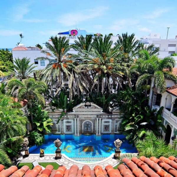 La Casa Casuarina de South Beach es parada obligada para los turistas en Miami.