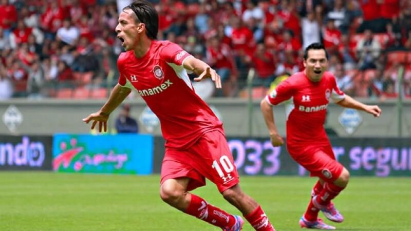 Lucas Lobos celebra el gol que le dio el triunfo a Diablos Rojos de Toluca ante Rayados de Monterrey