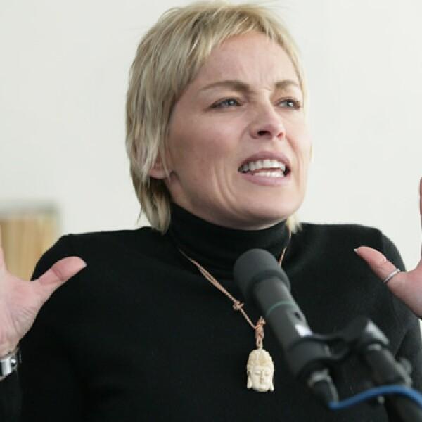 La actriz participó en un mesa donde se hablo de la lucha contra el SIDA en 2005.