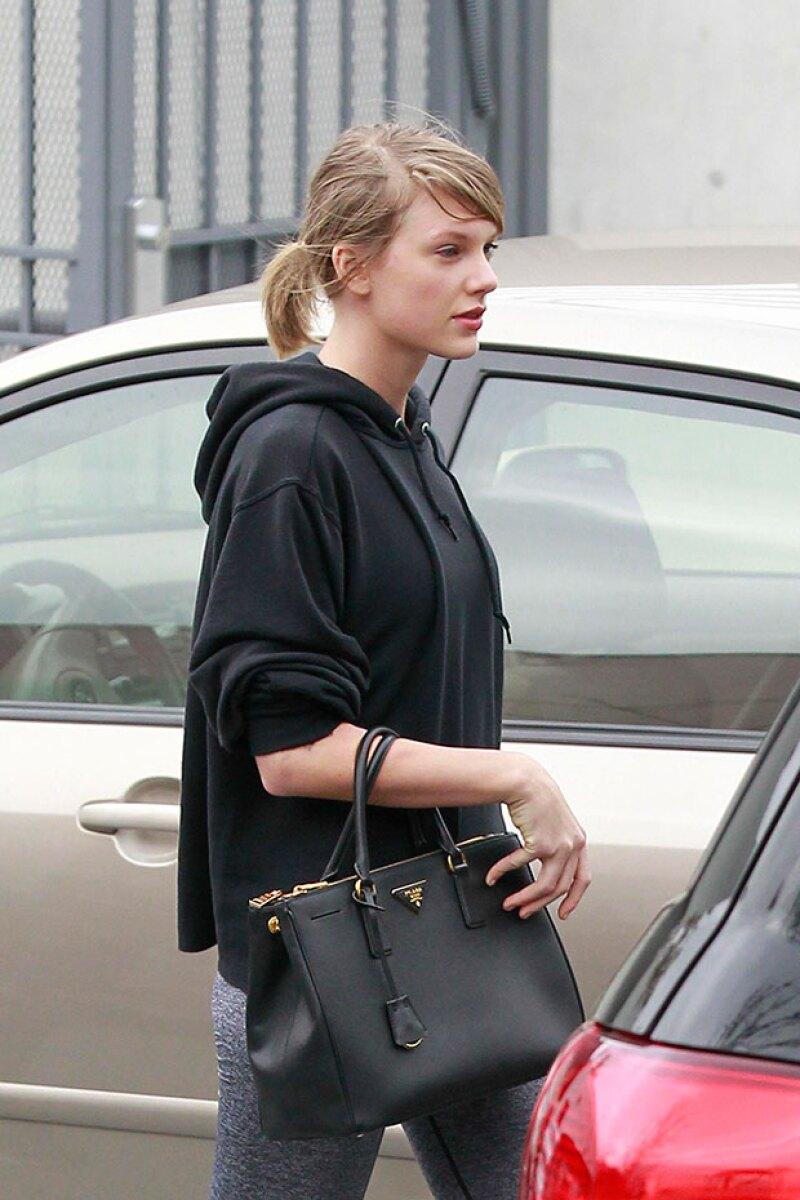 Taylor se veía algo cansada después de la sesión de ejercicio.