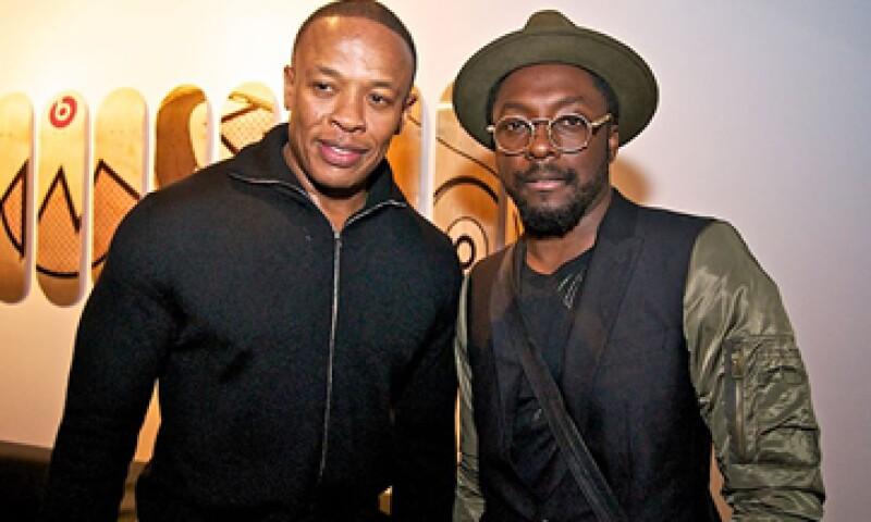 Dr. Dre y Will.i.am (izq) son cofundadores de la empresa Beats junto con Jimmy Iovine. (Foto: tomada de Facebook/DrDre)