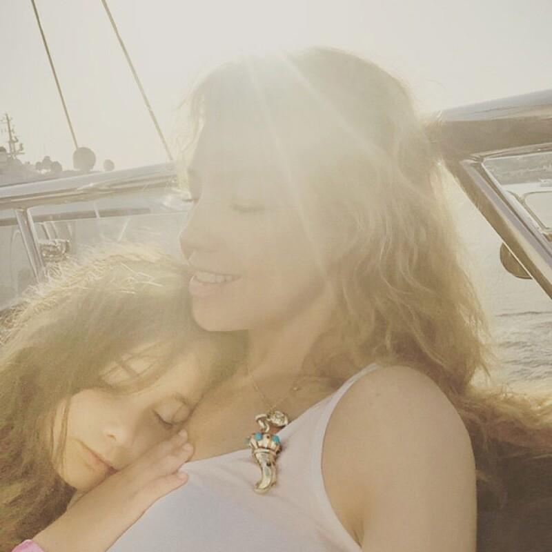 Sabrina, la hija mayor de Thalía, cada vez se parece más a su mamá, quien por primera vez presume su rostro y tan emotivo momento en Instagram.