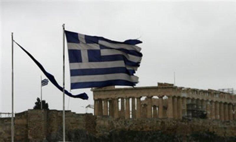 La investigación del Instituto Peterson apunta que durante los últimos tres años los bancos griegos han perdido entre 25% y 30% de sus depósitos. . (Foto: AP)
