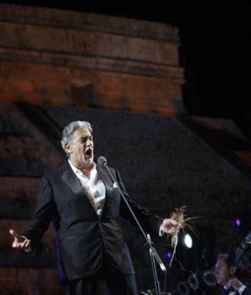"""El tenor inició su espectáculo con """"O souverain"""", de la ópera """"Le cid"""", de Jules Massenet."""