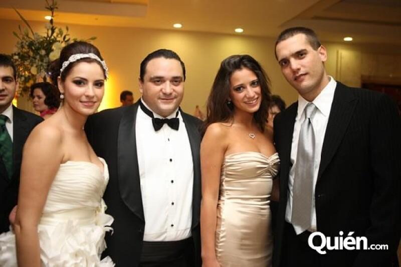 Los novios, mariana Zorrilla y Roberto Borge con María y Jorge Emilio.