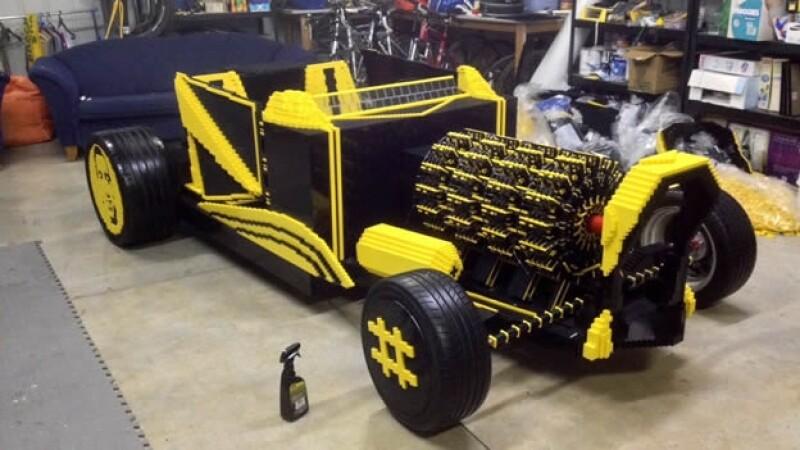auto construido con legos por raul oaida