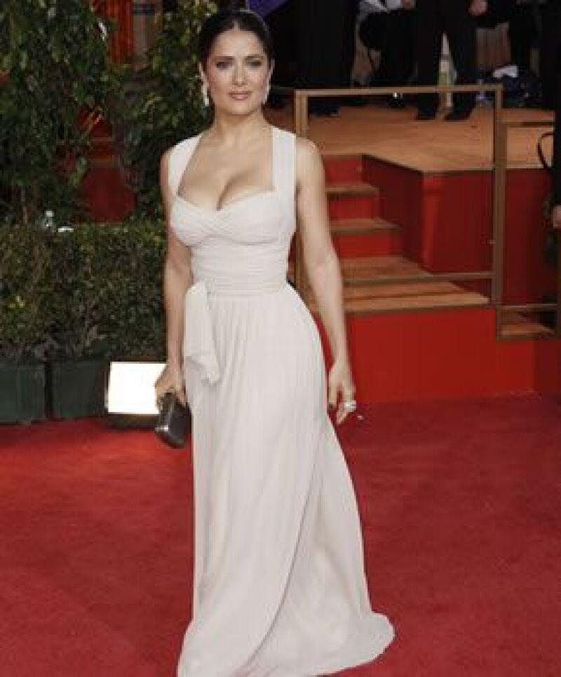 En el vestido que Salma llevó a los pasados Globos de Oro, Pinault tuvo mucho que ver.