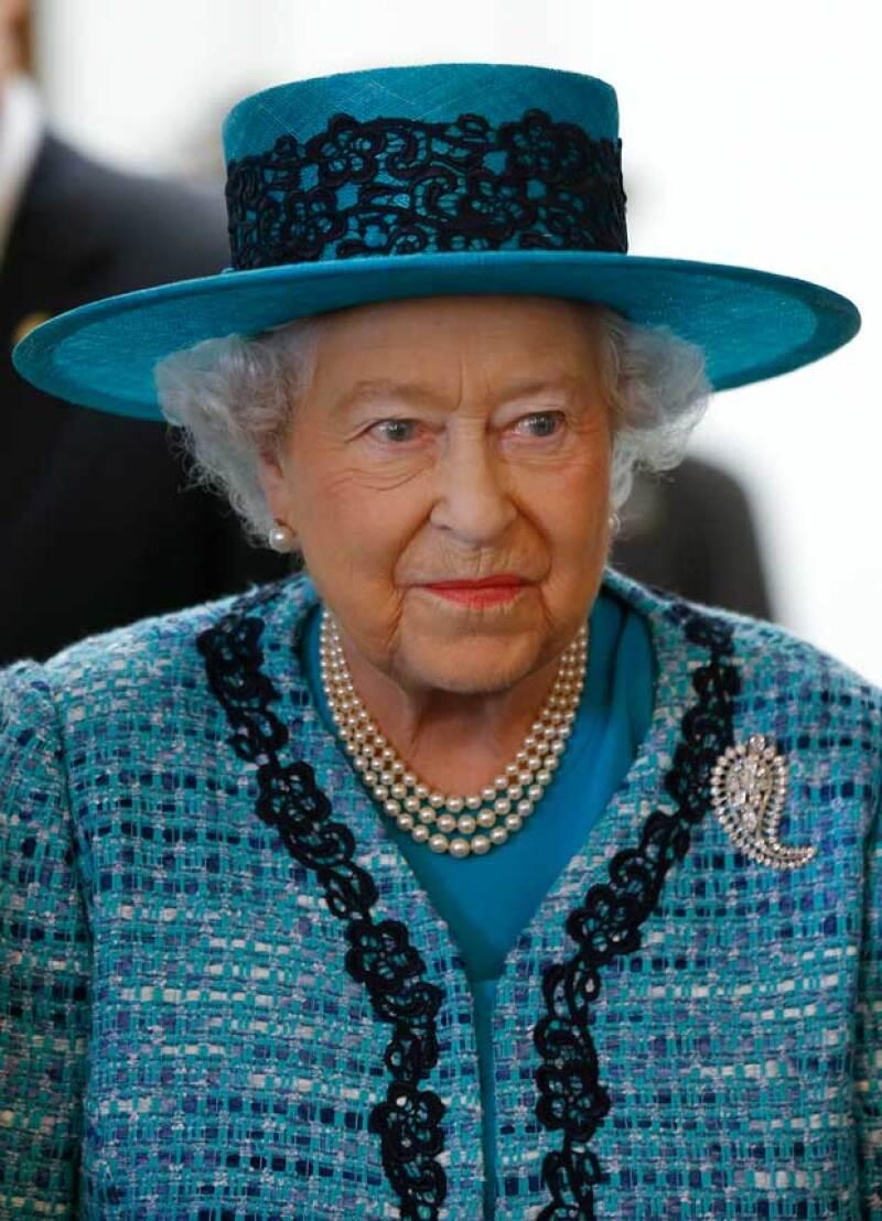 La reina Isabel II de Inglaterra a través de su página oficial, dio a conocer que buscaba un nuevo chofer, a quien le pagaría una considerable suma.