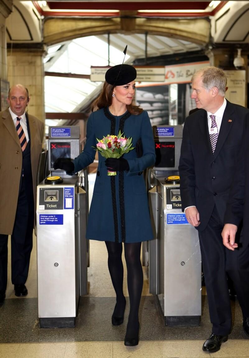 Kate Middleton no estaba contemplada para la visita pero la Reina la convenció.